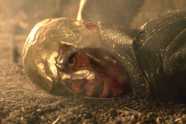 Harry_Lloyd_as_Viserys_Targaryen_on_Game_of_Thrones_S01E06_brighter.jpg.jpg